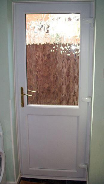 Uşă termopan indicat pentru a fi folosită pentru bucătărie