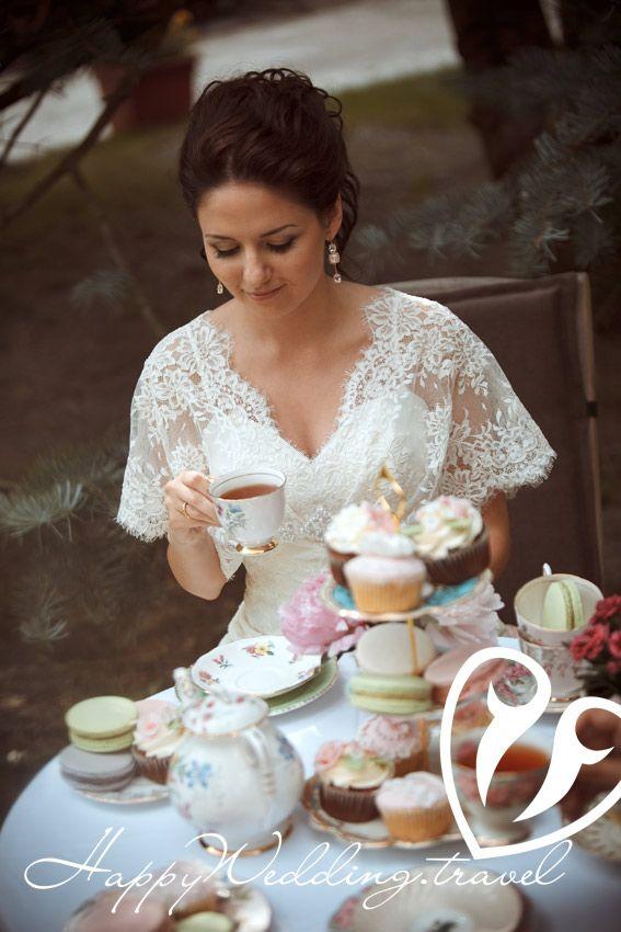 wedding cupcake, cake pops, macaroons, bride, капкейк, кейк попс, макарон на свадьбе в Чехии. Невеста. Фотограф Сергей Секуров, Wedding sweets, tea party, wedding tea party, свадебное чаепитие