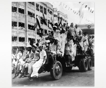 Happy Independence Day to all our friends in Pakistan and India! Below, citizens celebrating Independence in 1947  in the streets of Calcutta