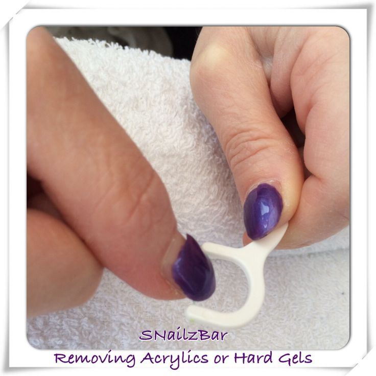 A gentle, effective and chemical free way to remove acrylic and hard gel nails that have started to lift. Just slide the flossette under the lift and use slow sawing movements towards the free edge. The nail will come away clean