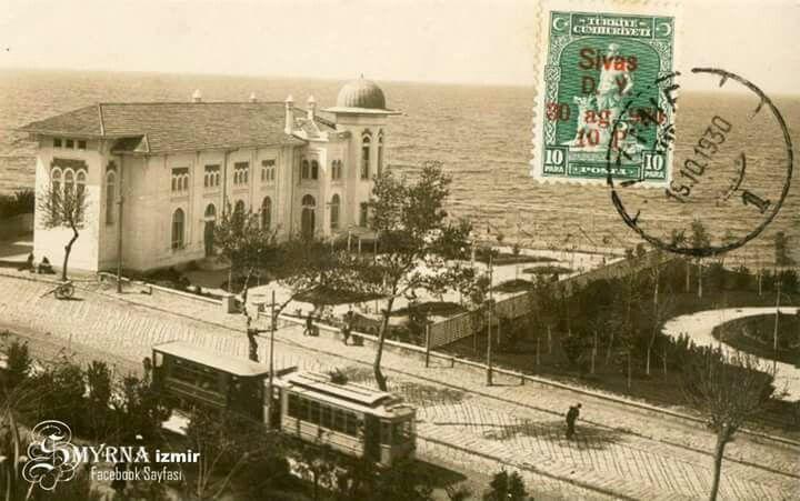 """Türk Ocağı Binası, Karataş  Bu dönemin bir başka mimarlık ürünü, 1925 yılında inşa edilen ve günümüzde İzmir Devlet Tiyatrosu olarak kullanılan """"Türk Ocağı Binası"""" idi."""