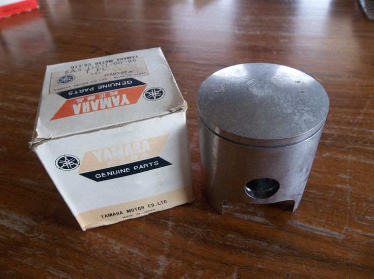 Yamaha Piston 8A5-11631-00-96 NOS - Engines & Components