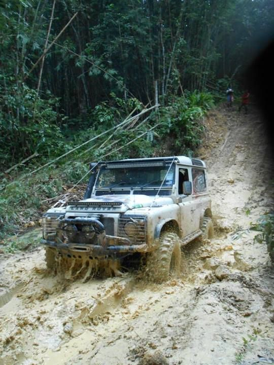 Land Rover Defender / muddy hell !! This is a gr8 4x4 that farmers and extreme off road buyers rush to purchase / simply the best as kept simple but still VERY effective !! ✔️