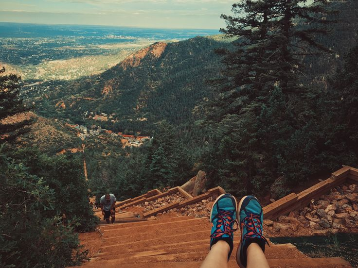 Colorado Springs, United States. Travel blog http://trvl-blog.com about living in the United States. Manitou Springs. Red Rock Canyon. Garden of the Gods. Manitou Incline. туризм в колорадо-спрингс, сша, жизнь в америке, колорадо, маниту-спрингс колорадо, туризм в колорадо, incline manitou springs colorado usa