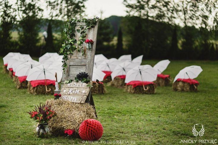 2. Rock Wedding,Outdoor ceremony rustic decor,Wedding umbrelas,Bundles / Rockowe wesele,Dekoracja ceremonii,Snopki siana,Anioły Przyjęć
