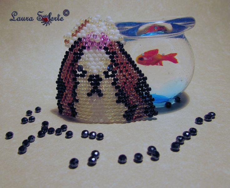 Versione tricolore: #Shihtzu #ciondolo #pendant ; realizzato con due #cristalli #cipollotti di #boemia e perline di alta qualità e precisione #rocailles #miyuki ; prezzo a partire da 20 euro