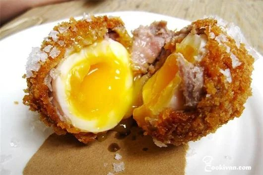 Рецепт Яицпо-шотландски. Яйцапо-шотландски (англ. Scotch egg) — блюдо британской кухни.