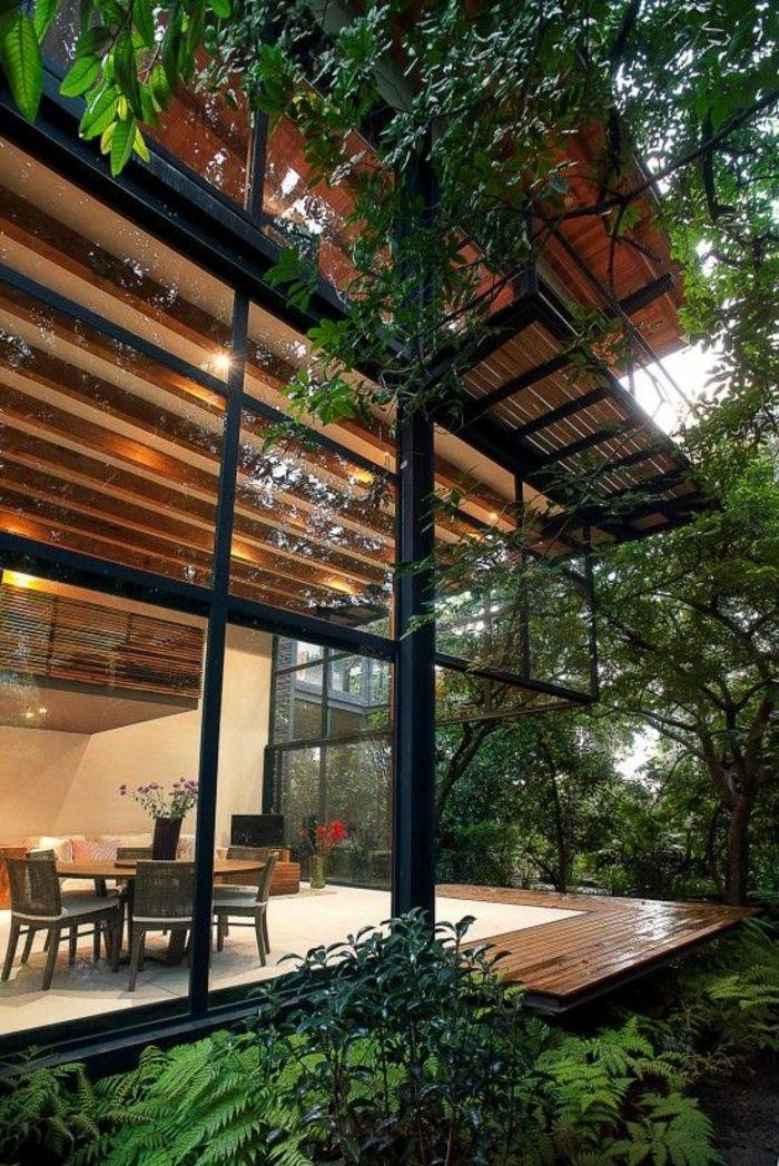 la maison en verre, une belle maison dans la foret, mur en verre, mur transparent