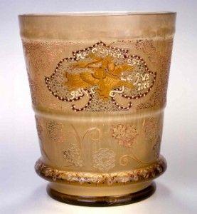 E. Gallé, vase au cavalier persan, 1889. Nancy, musée de l'Ecole de Nancy. Cliché C. Philippot