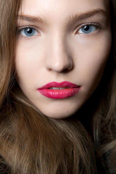 3 idee per essere sexy con il rossetto fucsia / beauty / Home page - Cosmopolitan