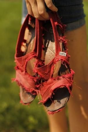 DIY TOMS sandals, from your already worn out holey TOMS. Hmm... this could come in handy. No one ever wants to throw about their toms. I've got this exact pair and going to do it! by fashion online