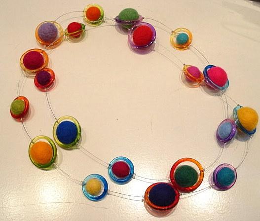 Necklace felt rainbow    www.glasendraad.nl or www.stilling.nl