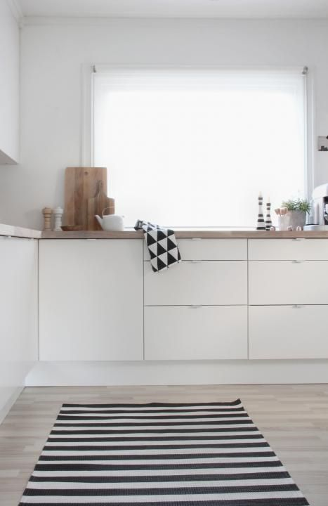 Via Stylizimo | Bright Kitchen | Black and White Rug | Ferm Living Tea Towel