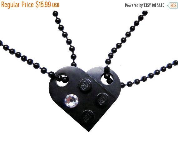 Black 2 piece customizable heart made from 2 LEGO® plates with a Diamond color SWAROVSKI® crystal on 2 Black ballchains – Best FriendsMademoiselle Alma – LEGO® LOVE Designer