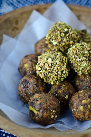 Who couldn't use a bit more energy?? Carrot cake energy balls!