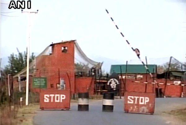Sachaa News   Handwara Jammu and Kashmir [India], Oct.6 : Two terrorists were killed in Jammu and Kashmir's Handwara district on Thur...