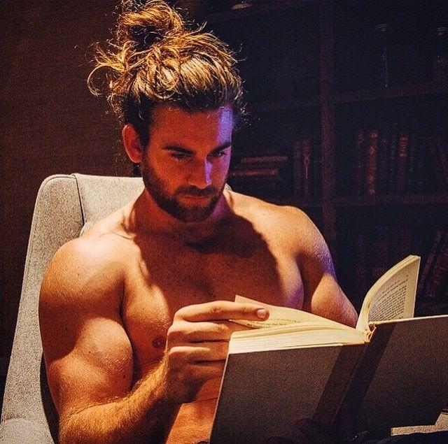 #Brock O'Hurn le prochain qui me dit que c'est pas sexy un homme qui lit....au…