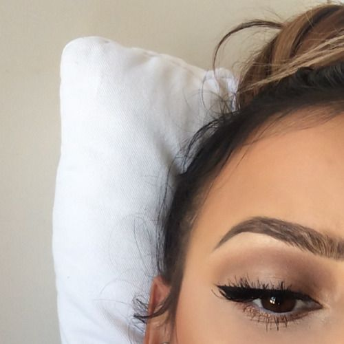 soft brown cat eye Makeup