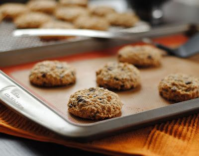 Leanne bakes: Low Fat Oatmeal Chocolate Chip Cookies