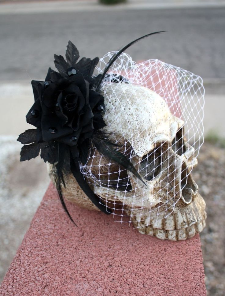 ah great idea fascinator on a skull that will definitely make the skull i have more awesome - Halloween Centerpieces Wedding