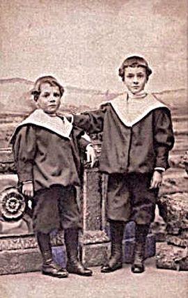 Antonio y Manuel Machado siendo niños.