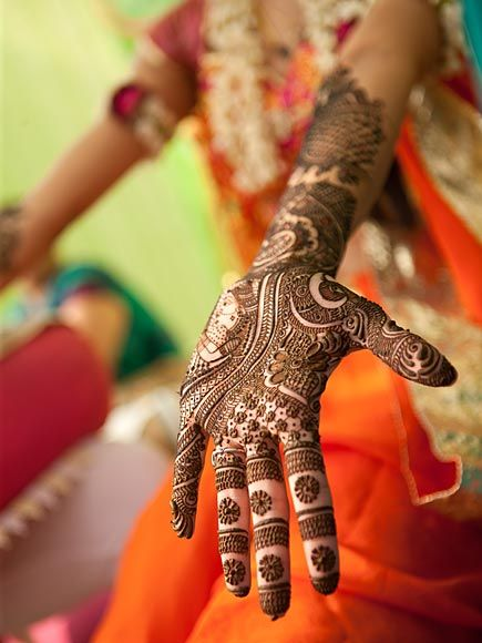 bridal mehndi with fine details