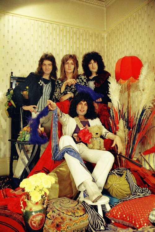 QUEEN - John Deacon, Roger Taylor, Brian May and Freddie Mercury (Their first photo shoot session in 1973)