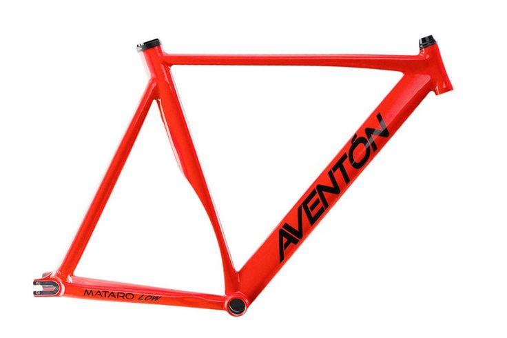 Aventon Mataro Low Frame - Rood  Frame for Fixie en Single Speed fiets:  Triple-butted aerodynamic 6061.  Aluminum tubing. Hydroformed top tube.  Gladde lasnaden.  Geïntegreerd Balhoofd inclusief.  27.2mm zadelpen met Geïntegreerde zadelklem.  Double sided roestvrij staal dropouts.  68mm Bottom Bracket Engels schroefdraad.  Geschat Frame Gewicht: 1.5 kg.  Voorvork is niet inclusief. Beschrijving In het Spaans betekent Aventón duwtje en dat is precies de missie van dit Spaanse fietsenmerk: de…