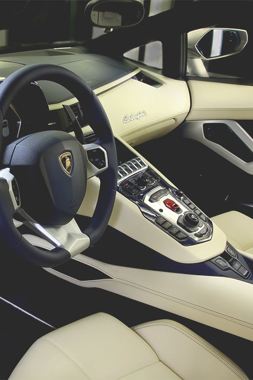 2014 Lamborghini Aventador LP 700-4 Roadster ©