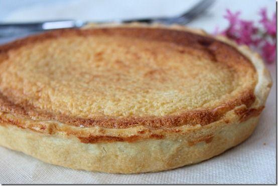 Voilà une jolie tarte au mascarpone gourmande, trèssimple à faire. Une bonne pâte sablée garnie de crème faite de mascarpone et de poudre d'amandes parfum