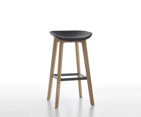 Kolekcja Chairman teraz w wersji barowej. Designerski hoker wykonany z drewna dębowego. Komfortowe siedzisko ze sprasowanego filcu.