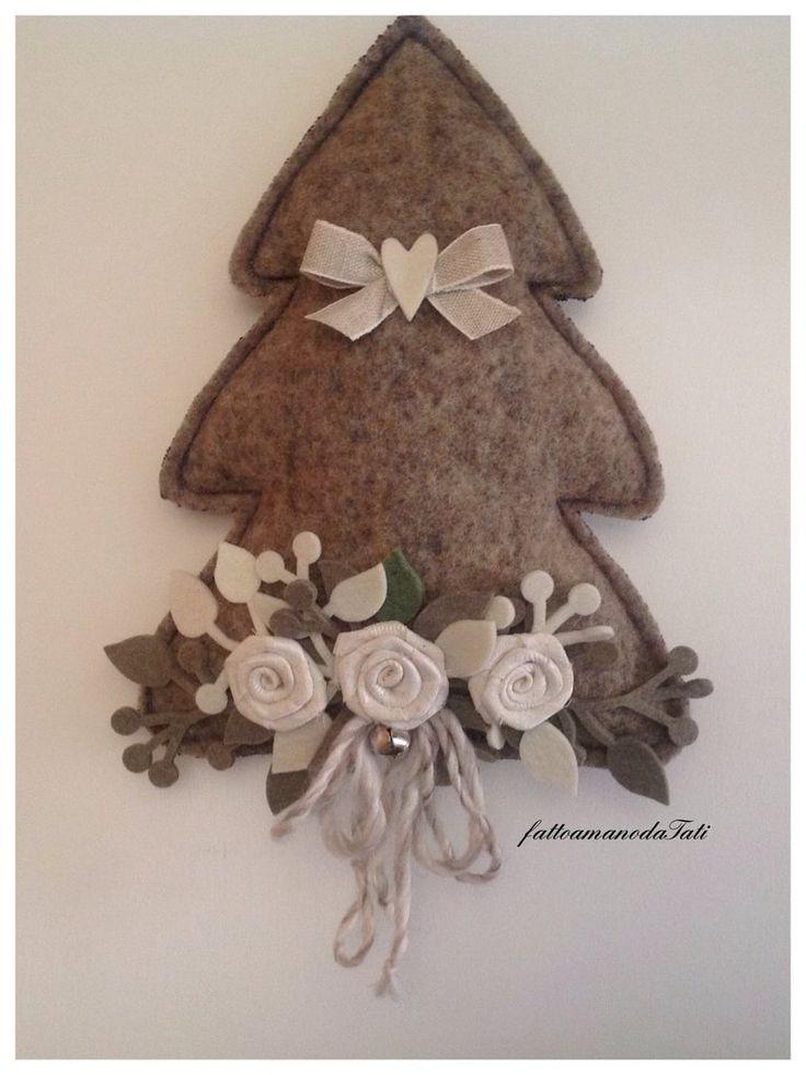 Albero decorato in lana cotta con tre rose avorio, by fattoamanodaTati, 26,00 € su misshobby.com
