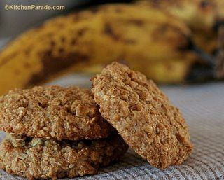 so amazing!   I added 1/4 teaspoon nutmeg, 1/3 cup sliced almonds, 1/2 cup chopped walnuts and 1/2 cup chocolate chips: Oats Cookies, Chocolates Chips, Healthy Cookies, Yummy Sweet, Banana Oatmeal Cookies, Bananas Oatmeal Cookies, Everyday Oatmeal, Bananas Twists, Favorite Recipes