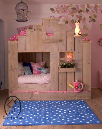 Kinderbed Vogelhuis. #stapelbed # huisbed #huisjesbed #boomhutbed #bunkbed #housebed #bed met 3 slaapplaatsen #bed op maat