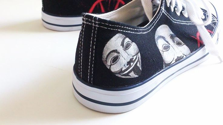 V From Vendetta. Customized hand painted shoes. >>> https://www.etsy.com/es/listing/229327352/v-from-vendetta-zapatillas?ref=listing-shop-header-1&langid_override=0