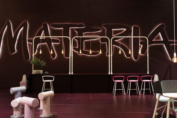 Kaloo barstool, design: Karim Rashid | Mr T stool, design: Roger Duverell, Ola Giertz