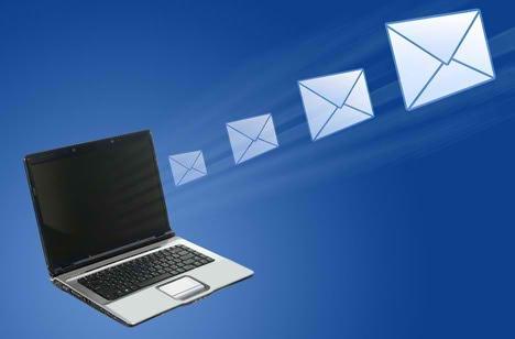 ...quando vogliamo raggiungerli ovunque loro siano...dilungandoci magari un po' nel raccontagli tutto quello che sta succedendo intorno a noi....beh una mail è l'ideale....