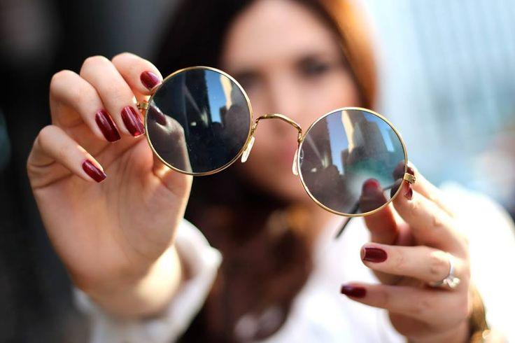 Recuerda siempre proteger tus ojos del sol, escoge unas gafas oscuras según tu estilo. #ClínicaCeo #Health #Eyes #Ojos. Foto vía http://goo.gl/L7FIKz