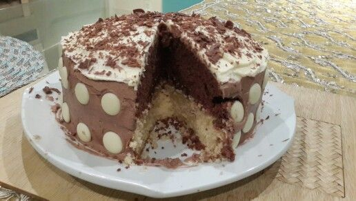 Get the recipe on stylexplora.blogspot.com for the Polka dot top deck cake...delicious and moist!