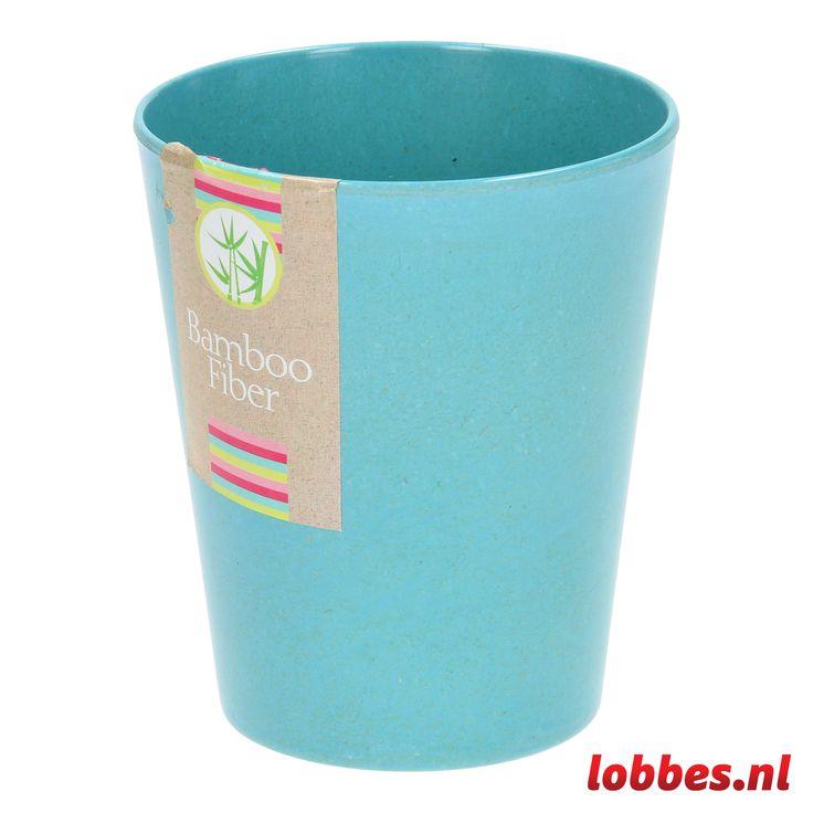Drink vanaf nu je al je drankjes uit de stylish bekers van Bamboo Fiber. De beker is helemaal gemaakt van bamboe, zoals de naam al verraadt. Bamboe is een stevige houtsoort waardoor de beker kwalitatief sterk is. Ze zijn verkrijgbaar in verschillende hippe tinten, dit is o.a. de aquablauwe versie.