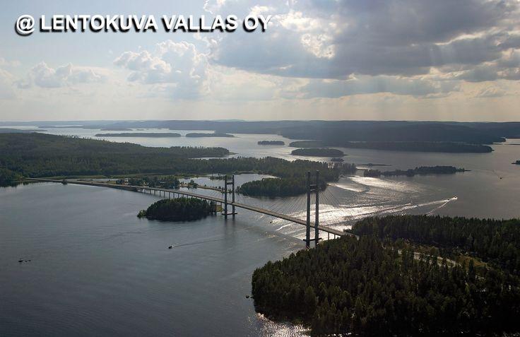 Korpilahti, Kärkistensalmen silta vastavalossa Ilmakuva: Lentokuva Vallas Oy