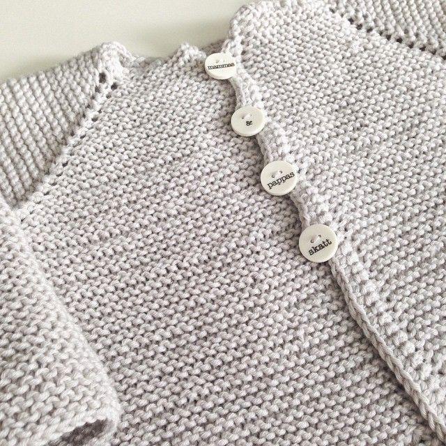 Rillestrikket jakke til min kjære skatt #strikking #barnestrikk #babystrikk #guttestrikk #garn #dale #lillelerke #rillejakke #vår #sommer #knitting #hobby #homemade #snellaogpetronella #knapper #goodtimes #knitinspo123