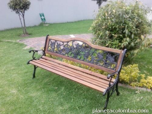 Banco de madera y forja para jardin 003 mobiliario para for Banco madera jardin carrefour