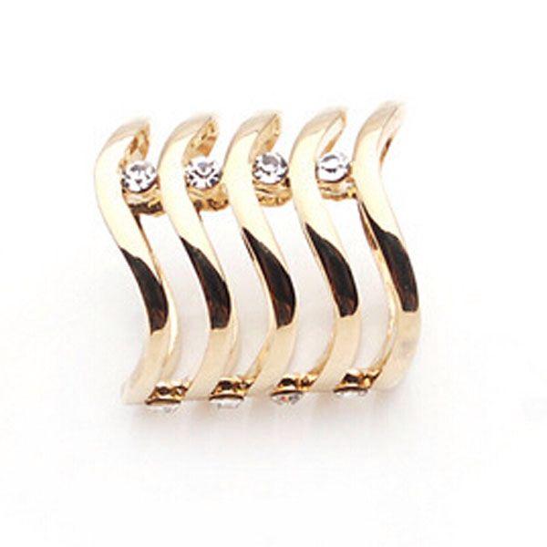 Luxusna ozdoba menom vlnity diamant v zlatej farbe. Ozdobte svoju satku, sal alebo oblecenie a budte originalna. Www.luxusne-doplnky.eu