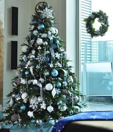Decoration Ideas: Blue Color Applied In Living Room For Best Christmas Tree Decorating  Ideas In Apartment Interior Design Idea