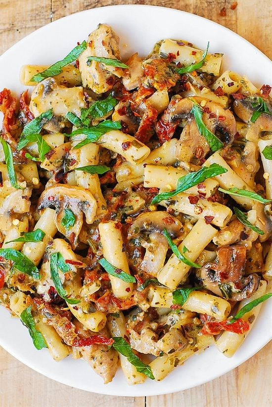 Need more healthy meal recipes that you can make in less than 30 minutes? The good news is that even when you're eating healthy you can still eat pasta. This list includes the best pasta recipes that are delicious and healthy. Just make sure to cook with organic ingredients and use whole-wheat pasta to get more protein and fiber.