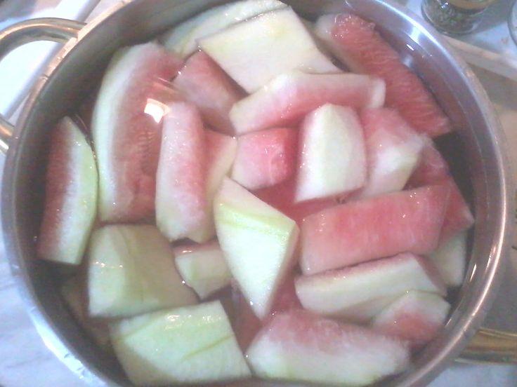 Συνταγή για σπιτικό γλυκό του κουταλιού με καρπούζι