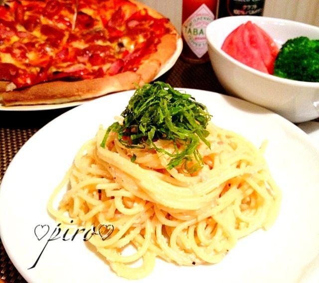 こんばんは。  今夜はミホちゃんレシピの明太子パスタ  とっても美味しかった〜✨ミホちゃん、素敵レシピをありがとう  後ろは強力粉とタピオカ粉のピザ。軽くてモチモチになりました - 239件のもぐもぐ - ミホちゃんレシピで明太子パスタ   mentaiko pasta by ピロ