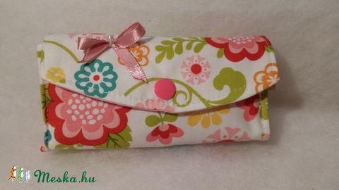 Meska - Virágos zsebkendőtartó solba66 kézművestől