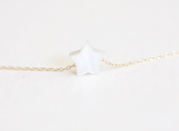 Collier originaux petit étoile the trendy store. Collier originaux pour femme plaqué or 14k. un idée cadeaux pour faire ou se faire plaisir.